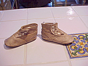 PAIR HIGH BUTTON SHOES FOR TOT (Image1)