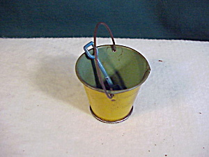 TIN PAIL AND SHOVEL (Image1)