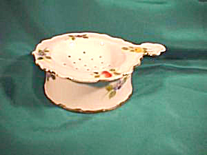 UNMARKED TEA STRAINER AND BASE (Image1)