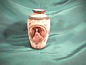 RARE OLD ENGLISH MASTERS VASE LADY WITH DOG (Image1)