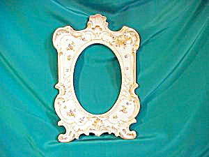 RS PRUSSIA(UM) FOOTED, PEDIMENT PICTURE FRAME (Image1)