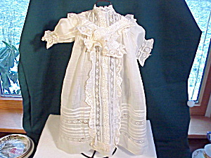ANTIQUE BATISTE AND LACE DOLL DRESS/INTRICATE (Image1)