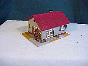 RAILROAD - CHRISTMAS MINI HOUSE WITH IVY (Image1)