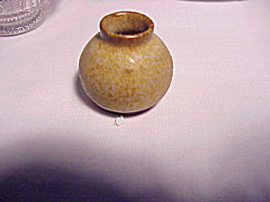 TOY SALT GLAZE POT (Image1)
