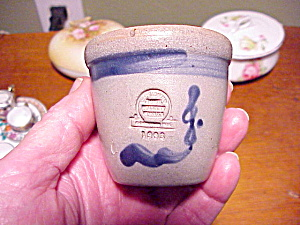 SALT GLAZE POT WITH BLUE DESIGN (Image1)