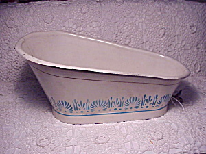 ANTIQUE PAINTED TIN TOY BATHTUB (Image1)