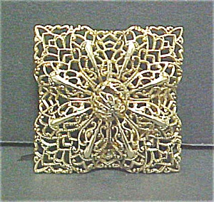 Vintage Gold Colored Filigree Pin (Image1)