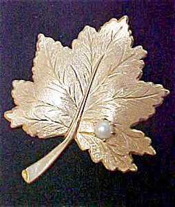 Sarah Coventry Leaf Pin With Pearl Accent (Image1)