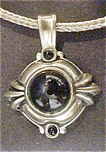 Silver-Toned Onyx Stone Necklace (Image1)