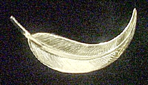 Gold Toned Leaf Pin (Image1)
