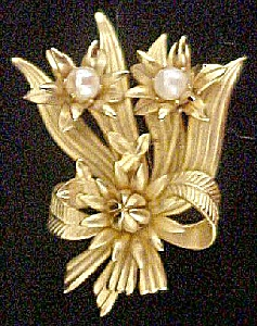 Floral Pin W/Faux Pearls (Image1)