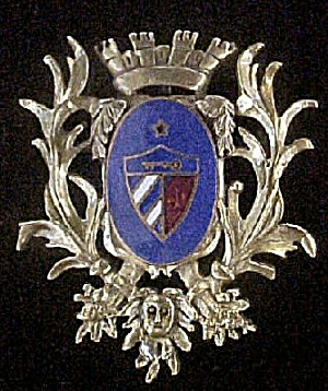 Intricate Royal Style Banner Pin (Image1)