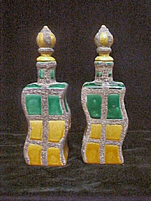 Pair of Ceramic Bottles - Unique Design (Image1)