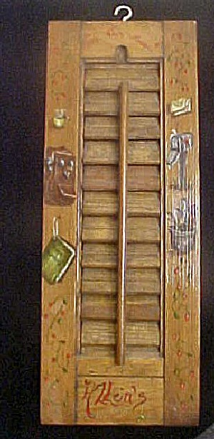 Wooden Slat Decorated  Wall Decoration (Image1)