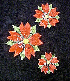 Poinsettia Ceramic Set of Three Plates (Image1)