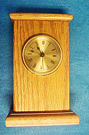 Pedestal Wood Quartz Shelf Clock (Image1)