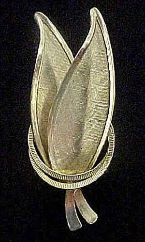 Modernist Gold-Toned Metal Leaf Pin (Image1)