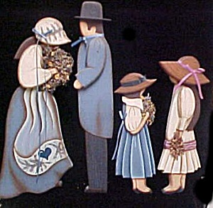 Wooden Folk Art Family - Wall Decor (Image1)