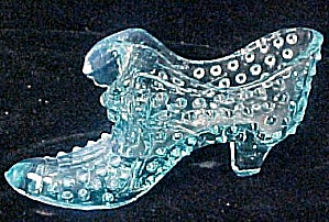 Glass Shoe - Blue Hobnail w/Cat (Image1)