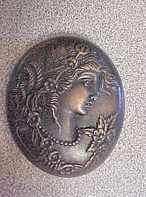 Metal Female Profile Pendant (Image1)
