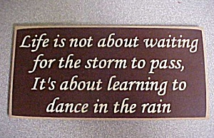 Plaque - Life is not about waiting (Image1)