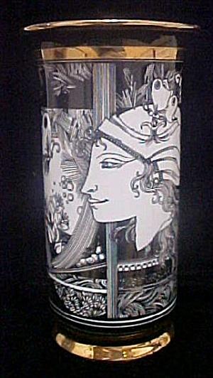 Romanian Porcelain Vase (Image1)