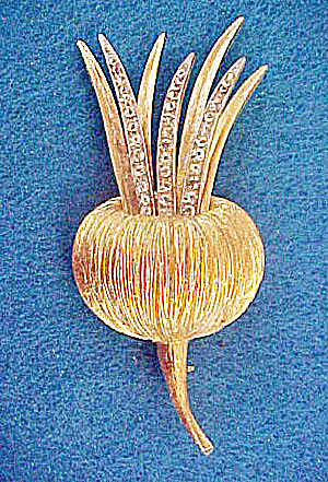 Gold-Toned Floral Pin w/Rhinestones (Image1)