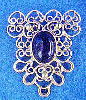 Gold-Toned Filigree w/Black Cabochon Pin (Image1)