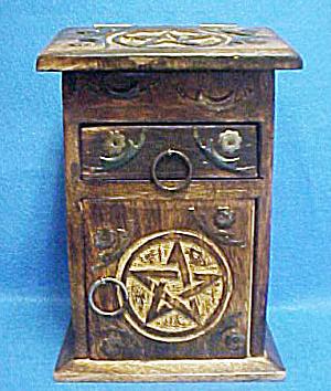 Western Wooden Box - Podium Style (Image1)
