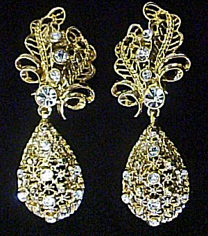Versatile Elegance Dangle Clip Earrings (Image1)