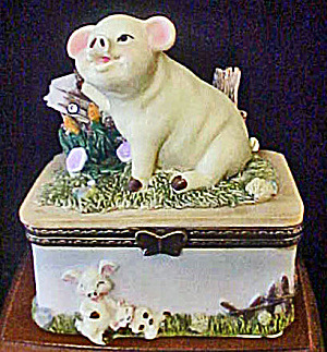 Piglet Ceramic Trinket Box (Image1)