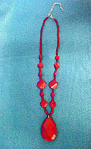 Faceted Cherry-Red Plastic Bead Necklace (Image1)