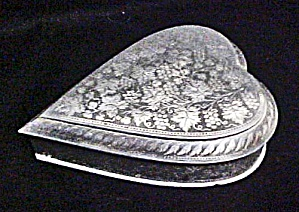 Metal Heart Shaped Box - Vintage (Image1)
