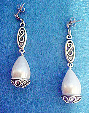 Simulated Pearl Fashion Dangle Earrings (Image1)