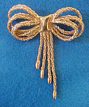 Rope Design Bow Pin - Gold-Toned (Image1)