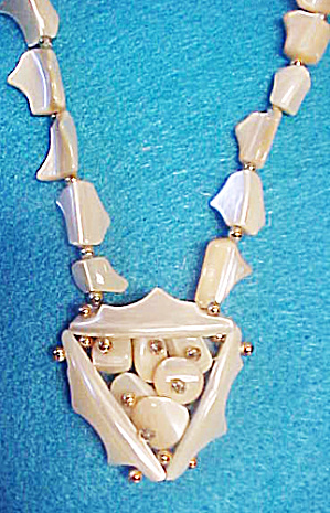 Mother of Pearl Necklace w/Pendant (Image1)