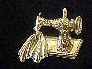 Sewing Machine Gold Toned Pin - Vintage