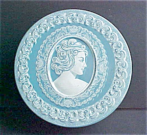 Vintage Cameo Style Tin (Image1)