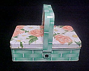 House of Lloyd's Picnic Style Tin w/Soaps (Image1)