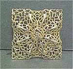 Click to view larger image of Vintage Gold Colored Filigree Pin (Image1)