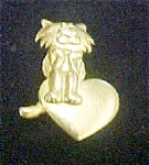 Click here to enlarge image and see more about item P120: Signed Cat With Heart Gold-toned Pin