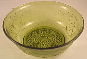 "No. 620 ""Daisy"" Green Deep Berry Bowl (Image1)"