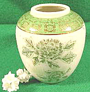 Handpainted Porcelain Vase with Gold Trim ~ Vintage (Image1)
