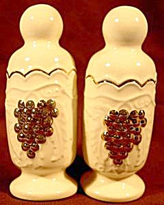 Kitchen Collectibles - Grape Pattern Shaker Set
