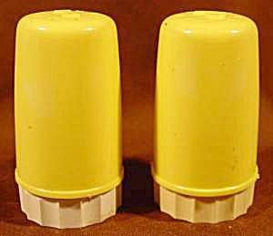 Kitchen Collectibles - Yellow Plastic Shaker Set
