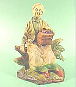 Elderly Woman with Basket Figurine - Porcelain (Image1)