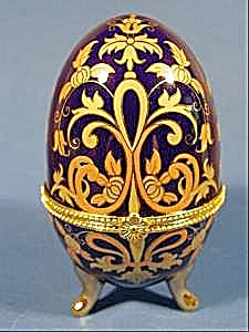 Footed Porcelain EggTrinket Box - Stunning Gold (Image1)