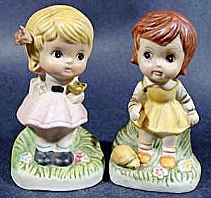 Pair of Small Girl Figurines ~ Bisque ~ Handpainted (Image1)