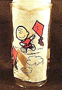 Charlie Brown Flying Kite - Character Glass - 1988