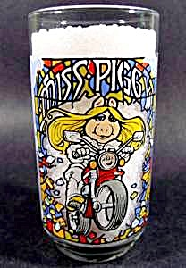Great Muppet Caper Glass - Miss Piggy - McDonalds 1981 (Image1)